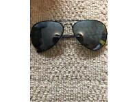 Mens RayBan Aviator Sunglasses With Leather Case and Cloth