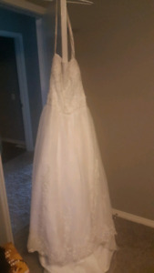 Stunning plus size wedding dress with long train size 22/24