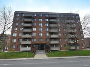 Beau condo avec piscine/Nice condo with pool