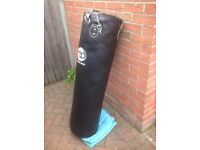 Mad black 120cm boxing punch bag with ceiling hook and mad bag mits
