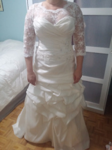 PRICE REDUCED - Wedding Dress NEVER WORN - Size 10-12 person