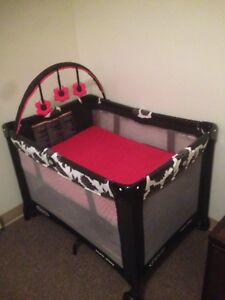 Baby girl pack &play