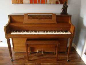 Piano w/ bench