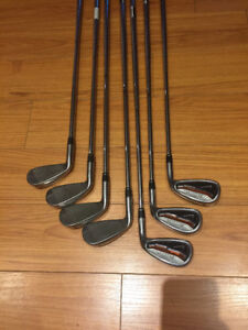 Right handed golf club set (Nike, Cleveland, Nicklaus) and bag