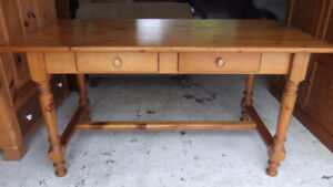 solid pine harvest dining table in good cond, rustic country sty