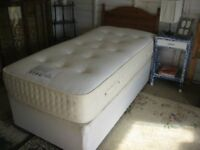 MODERN SINGLE DIVAN BED, POCKET SPRING MATTRESS & ORNATE PINE HEADBOARD. VIEW/DELIVERY POSSIBLE