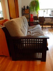 Futon Divan Lit: base et matelas. Sofa Bed: base and mattress.