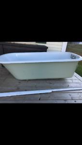 Cast iron bathtub excellent condition