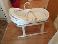 Moses basket with free stand