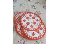 Vintage 6 lovely table mats