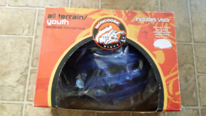 Mongoose bike helmet with Visor. Youth sz. All terrain. Blue.
