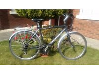 Superior British Made Hybrid Bike..Ridgeback Meteor..Mudguards and Rack..Excellent Condition..Lovely