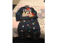 Boys angry birds pyjamas Age 6-7