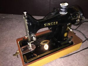 99 Singer sewing machine VINTAGE!!