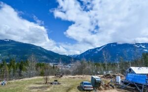 Beautiful Log Home on 18 Private Acres with Stunning Views