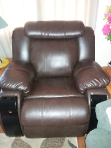BIG BEAUTIFUL LEATHER RECLINER