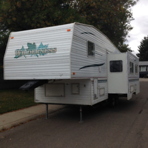 2001 Fifth Wheel Trailer