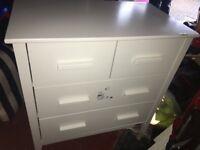 Bonito Bebe changing table / drawers