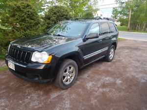 2010 Jeep Grand Cherokee Larado SUV, Crossover