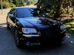 2014 Chrysler 300C Luxury Edition, 5.7 V8 Hemi AWD, Sylvan Lake