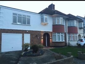 Spacious 4 bedroom house in Winchmore hill N21
