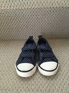 Tommy Hilfiger size 6 zelcro shoes
