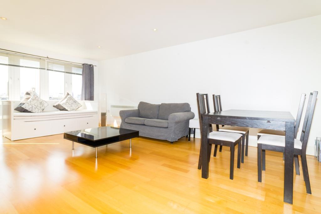 3 bedroom flat in St. Davids Square, Poplar, London E14
