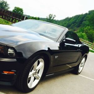2010 black Ford Mustang GT LOW KM , convertible