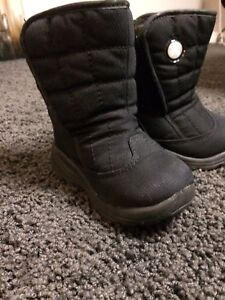 Kamik baby/toddler Winter Boots Size 6