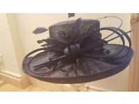 NAVY BOW & FEATHER WEDDING HAT £25.00 O.N.O.