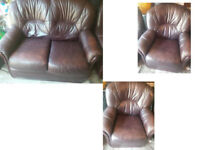 BROWN LEATHER 2 SEATER SOFA AND 2 CHAIRS VERY COMFY AND REALLY NICE DESIGN VIEWING WELCOME