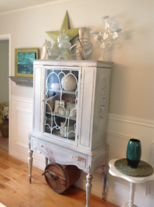 Vintage armoire, well priced will not go lower than 200.00$