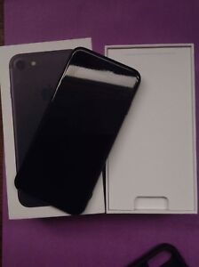 Unlocked iphone 7,32g like new condition! Matte Black colour !