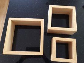 Set of 3 wooden cube shelves
