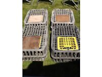 Stackable poultry carriage crates