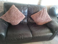 BLACK GOOD LEATHER 2 SEATER SOFA ULTIMATE COMFORT AND GOOD CONDITION VIEWING WELCOME