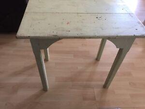 Table antique clou carré