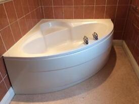 Large corner bath 🛀