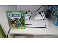 Xbox one s with extra controller and minecraft game