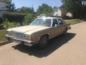 1985 Ford Crown Victoria Sedan