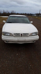 1992 Pontiac Bonneville White Sedan