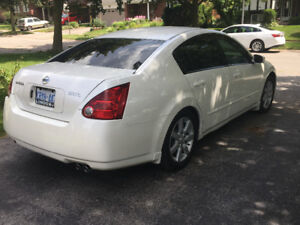 2004 Nissan Maxima- Sunroof, Leather, Alloys