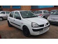 Renault clio 2002 . 1.2cc 5 doors . MOT 1 year