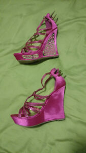 Talons hauts taille 11. 20$ ch.