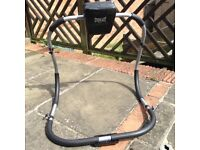 HARDLY USED! Everlast abs cruncher
