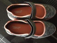 Cushion walk shoes size 6E
