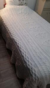 Couvre-lit simple fait mains