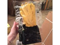Never worn gardening gloves + pliers in packaging