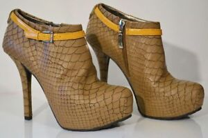"""Guess """"Gracia"""" Leather Snake-Embossed Platform Pumps Size 6.5"""