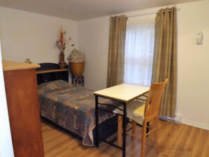 Available Now: 475$/m all incl. FEMALE STUDENT or WORKER  - Hull